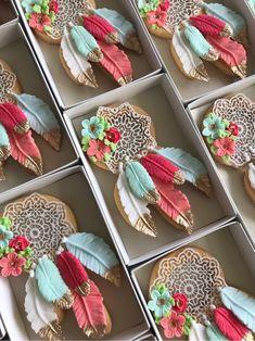 Beautiful boho style dream catcher sugar cookies by Lorena Rodriquez Saenz Cupcakes, Fondant Cookies, Galletas Cookies, Cookie Icing, Royal Icing Cookies, Cupcake Cookies, Fancy Cookies, Iced Cookies, Biscuit Cookies