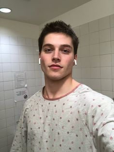 """but hey at least i'm rocking this gown ➖🤳➖"""" Froy Gutierrez, Tracy Chapman, Tyler Posey, Having A Bad Day, Boyfriend Material, American Actors, Celebrity Crush, Give It To Me, How Are You Feeling"""