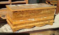 Resultado de imagem para como fazer baú de madeira