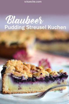 Pudding-Streusel-Kuchen mit selbstgemachtem Vanillepudding und vielen Blaubeeren - saftig, weich und knusprig zugleich.