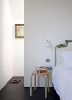 Shadow House by Jonathan Tuckey Design Couple Bedroom, Classic Interior, Bedroom Lighting, Home Bedroom, Master Bedroom, Beautiful Bedrooms, White Walls, My Room, Small Spaces