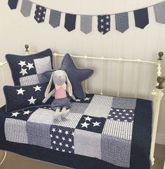 Lachlan Nautical Stars Cotton Cot Quilt in Navy
