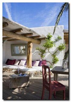 Geef je tuin een mediterrane sfeer.    #tuinspiegel #gardenmirror #buitenspiegel #buitenleven #buitenkeuken #veranda #tuinhuisje #dakterras #balkon #orangerie #serre  #barokspiegel #baroquemirror #barok #baroque #barokspiegel.com   #spiegelwinkel #spiegelonline #spiegelwebshop  #mirror #spiegel #spiegels  #luxurylifestyle #cool