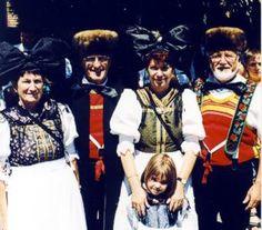Badisches Trachtenfest 1999 in Haslach  Trachten aus Eckartsweier  In Eckartsweier, südöstlich von Kehl gelegen, dominiert ebenfalls die cha...