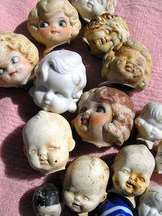Las cabezas de muñeca pueden formar parte de la escenografía.