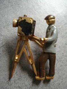 Broche Ancienne Vintage Cineaste Avec Camera DE Cinema Collection Privée, 28 x 19 mm | eBay,  24,50 EUR