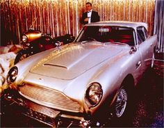Aston Martin DB5 (1964): James Bond