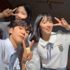 Korean Drama Stars, Korean Drama Movies, Ulzzang Couple, Ulzzang Girl, Korean Celebrities, Korean Actors, Hi School Love On, Foto Mirror, Boy And Girl Friendship