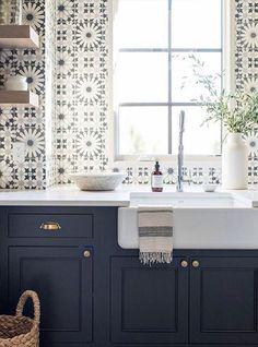love it when a tile brings out the paint color!
