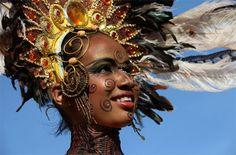 Carnaval 2010 - Puerto España, Trinidad y Tobago Carnival Date, Trinidad Carnival, Caribbean Carnival, Rio Carnival, Caribbean Art, African Dance, Port Of Spain, Carnival Festival, Feather Headdress