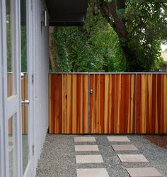 10 Lichtideen für das transzendente Fechten - how to build a fence Small Fence, Horizontal Fence, Front Yard Fence, Farm Fence, Fenced In Yard, Fence Art, Diy Fence, Fence Landscaping, Backyard Fences