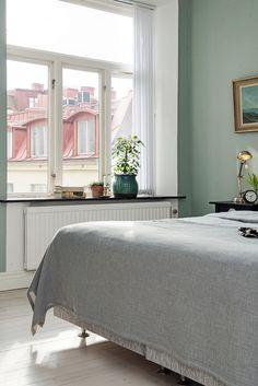 Kolor zielony w sypiani Decoration, Ottoman, Bedroom, Inspiration, Furniture, Home Decor, Room, Home Decoration, Homemade Home Decor