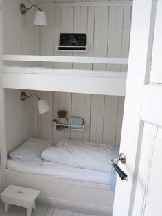 M.Ö.K.K.I very cute little bedroom, could make the main summerhouse bedrooms like this :)