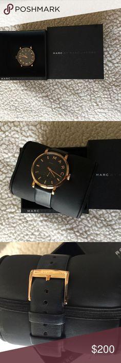 Montre pour femme : Marc Jacobs Woman's Watch Navy blue/ Gold Marc Jacobs Watch. Great condition