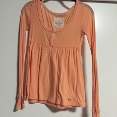 Hollister top It's a light orange long sleeve top the cinches in below breasts and then flows out. It's slightly worn but very cute! Thin material so great for all seasons! Hollister Tops Tees - Long Sleeve