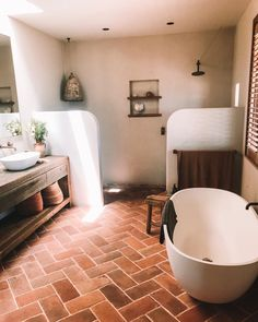 Badezimmerideen Obsessed with these terracotta bricks for the floor, rendered walls, curved edges an Spanish Style Bathrooms, Spanish Bathroom, Spanish Style Homes, Italian Bathroom, Vanity Shelves, Bathroom Shelves, Bathroom Cabinets, Bathroom Marble, Bathroom Mirrors