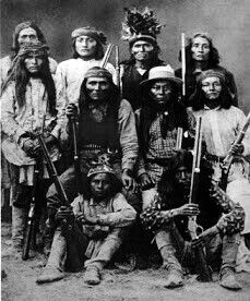 The traditional Apache scouts were members of secret societies within various clans of the tribe. Only Lipan, Chiricahua and Mescalero A. Native American Warrior, Native American Beauty, Native American Tribes, American Indian Art, Native American History, American Indians, Apache Indian, Native Indian, Native American Pictures