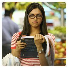 Deepika Padukone in Yeh Jawaani Hai Deewani Cute nerdy look deep💜💜 Bollywood Couples, Bollywood Stars, Bollywood Celebrities, Bollywood Actress, Bollywood Quotes, Deepika Padukone Dresses, Deepika Padukone Movies, Indian Film Actress, Indian Actresses