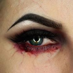 Blut am Auge. Halloween Schminke und Make-up Blut am Auge. Halloween Schminke und Make-up The post Blut am Auge. Halloween Schminke und Make-up appeared first on Halloween Deutschland. Scary Makeup, Sfx Makeup, Costume Makeup, Blood Makeup, Horror Makeup, Makeup Tips, Diy Zombie Makeup, Simple Zombie Makeup, Beauty Makeup