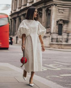London Fashion Week Street Style New Ideas Look Street Style, Street Style Dresses, Minimalist Street Style, Inspiration Mode, Woman Inspiration, Fashion Inspiration, Design Inspiration, White Outfits, White Dress Outfit