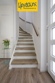 Stairway Railing Ideas, Winder Stairs, Open Trap, Staircase Makeover, Floating Stairs, Living Room Interior, Stairways, Entryway Decor, New Homes