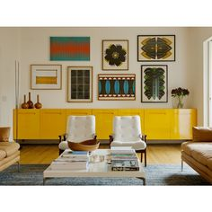 Living com Aparador Amarelo no Arkpad - Arkpad