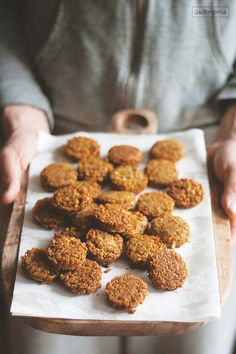 Falafel which tastes like the real thing Vegetarian Recepies, Veg Recipes, Vegetarian Cooking, Recipies, Vege Burgers, I Love Food, Good Food, Veggie Patties, Veggie Dishes
