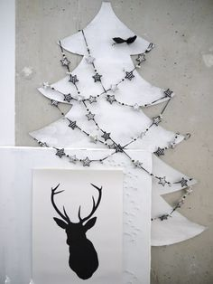 Love this garland So this is Christmas. Diy Christmas Tree, Little Christmas, Christmas Projects, White Christmas, Christmas Decorations, Christmas Trees, Holiday Lights, Christmas Lights, White Wall Paint