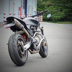 Honda Motorcycles, Custom Motorcycles, Custom Bikes, Motorcycle Design, Motorcycle Style, Cbr, Cb 600 Hornet, Cafe Racer Moto, Cafe Racers