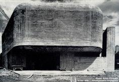 Nevers - Eglise Sainte-Bernadette du Banlay Architectes: Claude Parent, Paul Virilio (Architecture Principe) Construction: 1963 - 1966