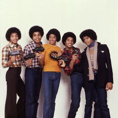 The Jacksons photographed by Peter Mazel, Tito Jackson, Jermaine Jackson, Michael Jackson Rare, Jackson Family, Jackson 5, Michael Jackson Neverland, Black King And Queen, The Jacksons, Love Me Forever