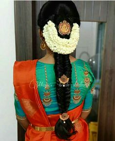Bridal Hairstyle Indian Wedding, South Indian Bride Hairstyle, Bridal Hair Buns, Indian Bridal Sarees, Bridal Hairdo, Indian Hairstyles For Saree, Saree Hairstyles, Bride Hairstyles, Simple Blouse Designs