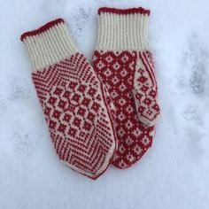 Tove Dybdahl sitt bilde. Mittens Pattern, Knit Mittens, Mitten Gloves, Knitting Projects, Knitting Patterns, Fingerless Mitts, Scarf Hat, Knitting Accessories, Hand Warmers