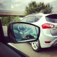 Nel Driver Assistance Pack della S-Max c\'è anche un rilevatore di presenza veicolo sullo specchietto! Una spia si accende sullo specchietto.. @forditalia
