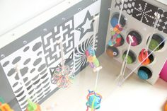 La « little room » de Lili Nielsen - HOPTOYS Plexus Products, Learning Activities, Lily, Children, Geometric Fashion, Multiple Disabilities, Visual Impairment, Vision Therapy, Baby Rattle