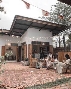 Barista Daily on Instagram: Backyard coffee shop Enough For Life #indonesia   Ge Cofee Shop, Cozy Coffee Shop, Small Coffee Shop, Coffee Store, Cafe Shop Design, Coffee Shop Aesthetic, Outdoor Cafe, Backyard Cafe, Mini Cafe