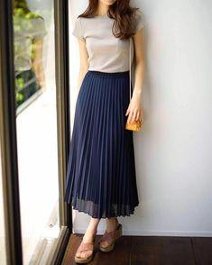 Korean Fashion – How to Dress up Korean Style – Fashion Design Tips Korean Fashion – How to Dress up Korean Style – Fashion Design Tips Long Skirt Outfits, Modest Outfits, Classy Outfits, Casual Outfits, Skirt Ootd, Modest Clothing, Uniqlo Outfit, Work Fashion, Skirt Fashion