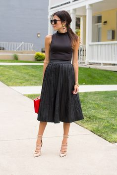 Not sure I can pull this off,,,but it's still a great look! Hello Fashion: Pleated Leather