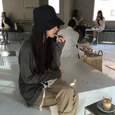 Find images and videos about aesthetic, ulzzang and grey on We Heart It - the app to get lost in what you love. Korea Fashion, Only Fashion, Asian Fashion, Streetwear Mode, Streetwear Fashion, Ulzzang Fashion, Ulzzang Girl, Korean Photo, Tomboy Look