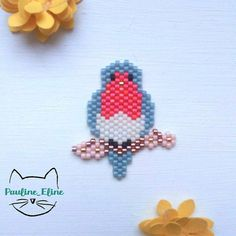 Je sais que ce n'est pas trop de saison, mais j'avais envie d'un petit rouge-gorge sur sa branche fleurie ! J'ai utilisé la couleur bronze plutôt que du brun pour la branche,  ça donne du brillant...  #jenfiledesperlesetjassume #miyukibeads #miyukiaddict #miyuki #perleaddict #perles #oiseau #bird #sakura #fleursdecerisier #rougegorge #brickstitch #handmade #motifpauline_eline