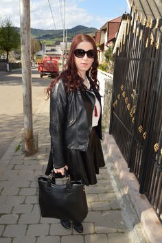 http://deyutza87.blogspot.ro/2015/06/ootd-black-leather.html