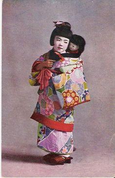 Japanese Little Girl Holding Ichimatsu Doll Real Photo Postcard Old Dolls, Antique Dolls, Vintage Dolls, Vintage Japanese, Japanese Doll, Asian Doll, Hello Dolly, Cute Little Girls, Photo Postcards