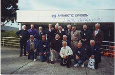 Photo souvenir dans les années 90 dans anciens de Mawson 1957