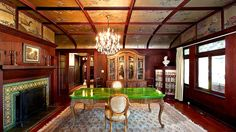 Hot Property | 'American Horror Story' house - What's up with that table top?