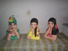 namoradeiras bonecas em papel machê papel,garrafa pet,cola modelado,alisado