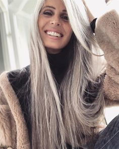 ⠀⠀⠀⠀⠀⠀⠀⠀⠀ Trying to adjust to the winter cold with a bahamian tan that looks out of place in the icy light of Mordor, a smile and really… Long Gray Hair, Silver Grey Hair, Dark Hair, Blonde Color, Hair Color, Silver Haired Beauties, Medium Hair Styles, Long Hair Styles, Hair Medium