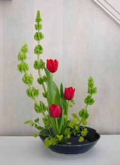 "Moribana means ""piling up flowers"". This creates beautiful volume which can be viewed from three sides. Vases for Moribana Style Ikebana are usually wide mouthed and often flat."