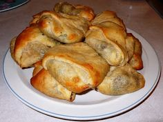 Ooh I'm going to make these tonight Sounds delish!  Crescent Dinner Pockets - Easy dinner for the kids