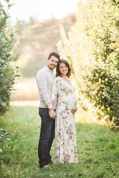 Laurenda Marie Photography | Maternity | couples maternity | pinkblush | dress | golden hour | baby bump | photo shoot | fall
