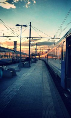 #train #sunset #italy Stuff To Do, Things To Do, Attraction Tickets, Best Rated, Professional Photographer, Rome, Traveling By Yourself, Dubai, This Is Us